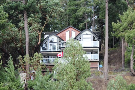 Waterside House on Horton Bay - Mayne Island