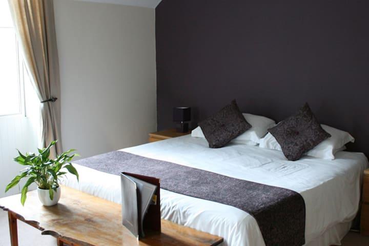 Country Inn 10 miles South of Edin on A702 Room 1