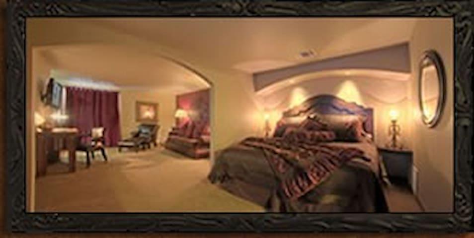 KingWood Suites - Ruby Suite