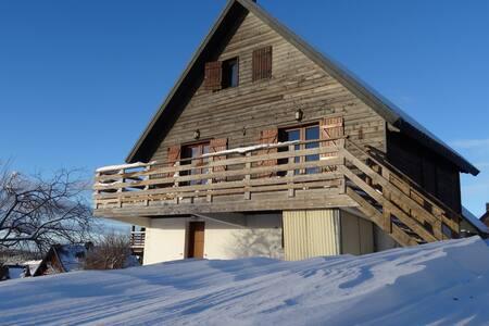 Grand chalet au pied des pistes de ski et randos