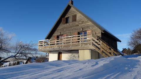 Large chalet at the foot of the ski slopes and hikes