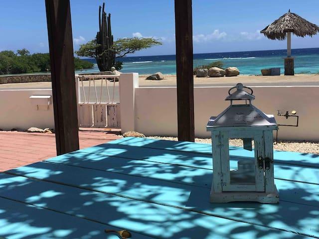 Oceanfront villa w/pool, sunset, vibe