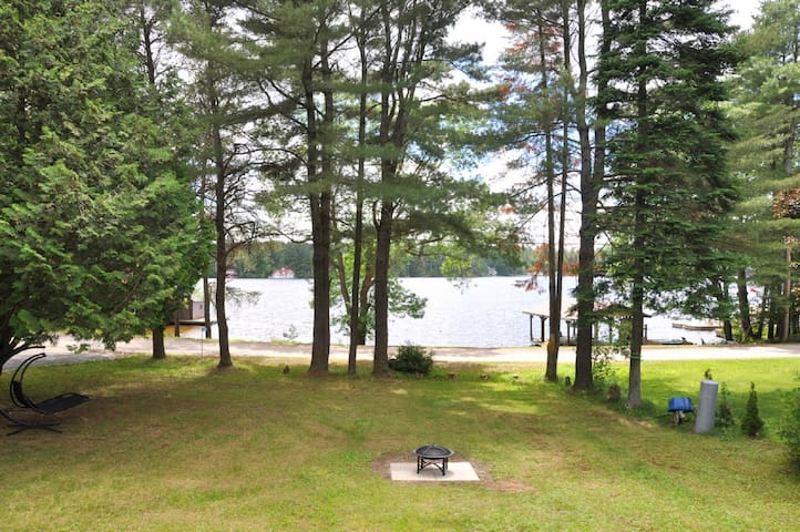 Cute Cottage on Lake Muskoka with Sandy Beach!