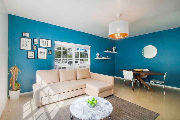 2BR + Sofabed + Easy Parking by Miami Beach