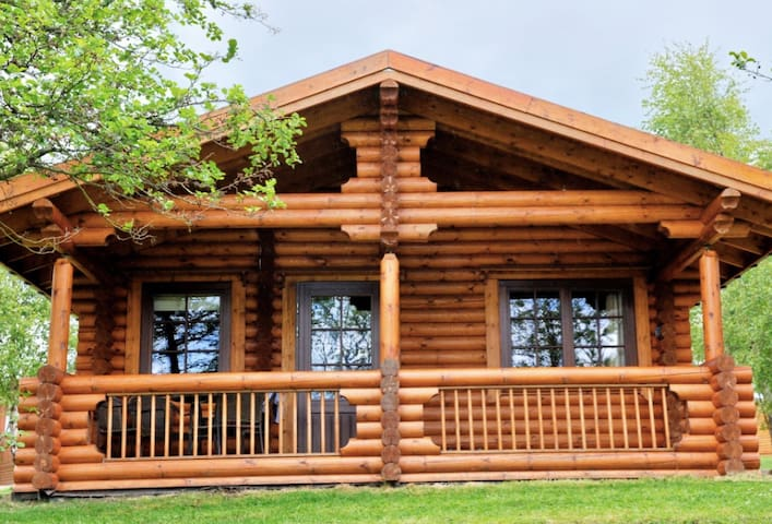 *** Beautiful Lakeview Cabin  + Hot Tub***