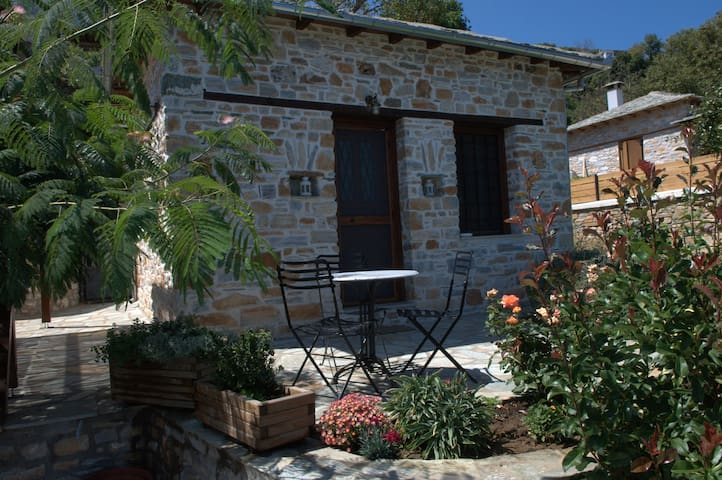 Αλισάχνη (Alisachne), little house
