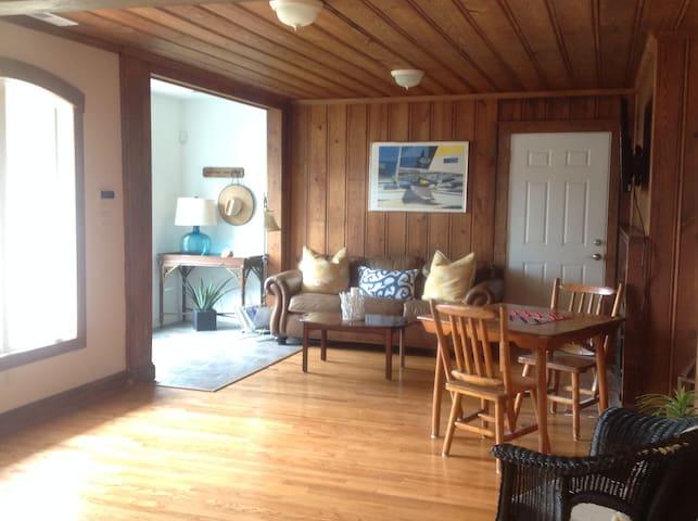 8 Palms Beach Cottage