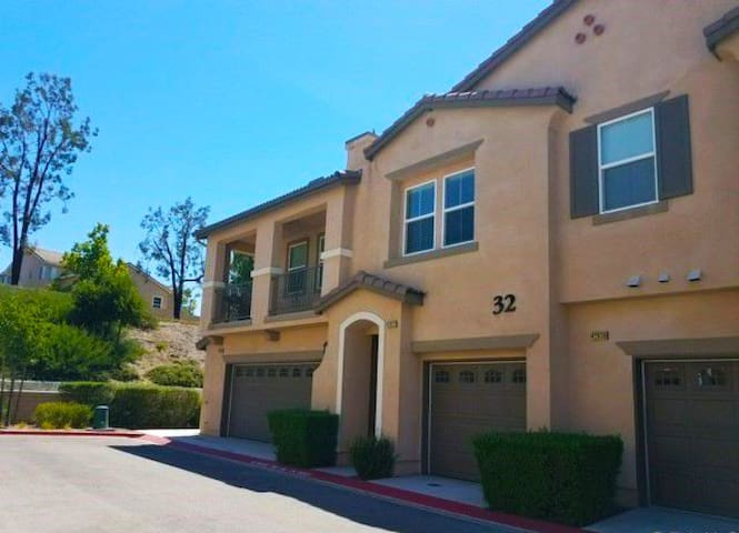 Cozy, Roomy Condo Centrally located in Temecula