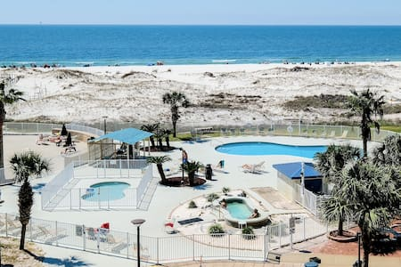 Beachfront Condo-w/Pool/Balcony/ Tennis and Grills