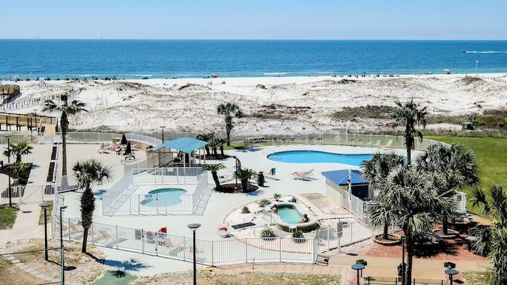 Beachfront Condo-w/Pool/Balcony/ Tennis and Grills