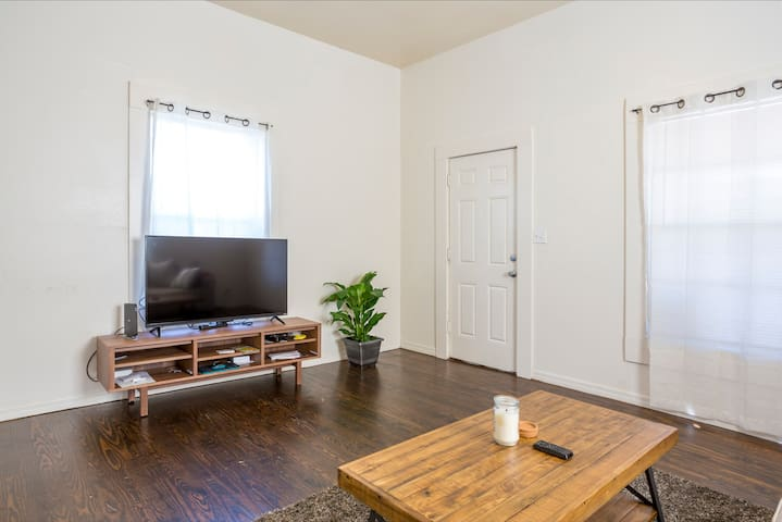 Private room in a great location. - Tampa - Casa