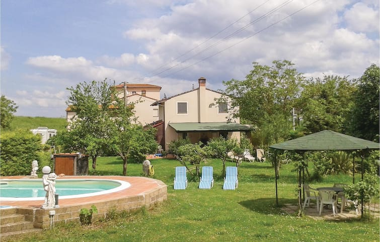 Holiday cottage with 2 bedrooms on 80 m² in Fornacette PI