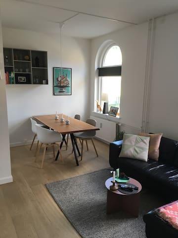 Lys lejlighed på strøget i Århus C - Aarhus - Appartement
