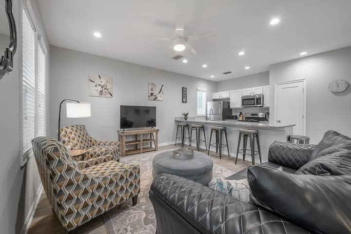 """""""The Nest"""" - 3BR near Downtown Tampa"""