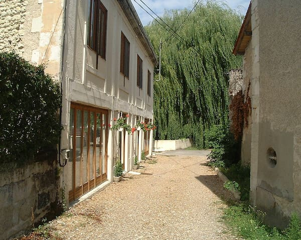 Central Apartment in Market Town - Chalais - Daire