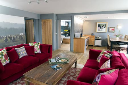 Strattons Hotel self catering print Room - Swaffham