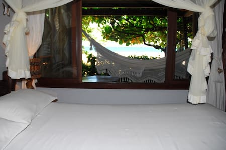 Aconchego e simplicidade. Shangri-lá é a sua casa de praia em Itacaré, Bahia.