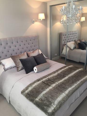 Large Stunning Modern Flat - Guildford - Apartmen