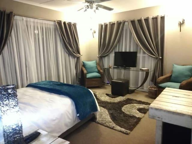 Roxy's Rest Suite