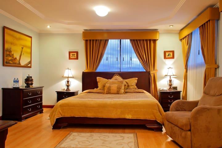 Hotel Yanuncay en el centro histórico de Cuenca...