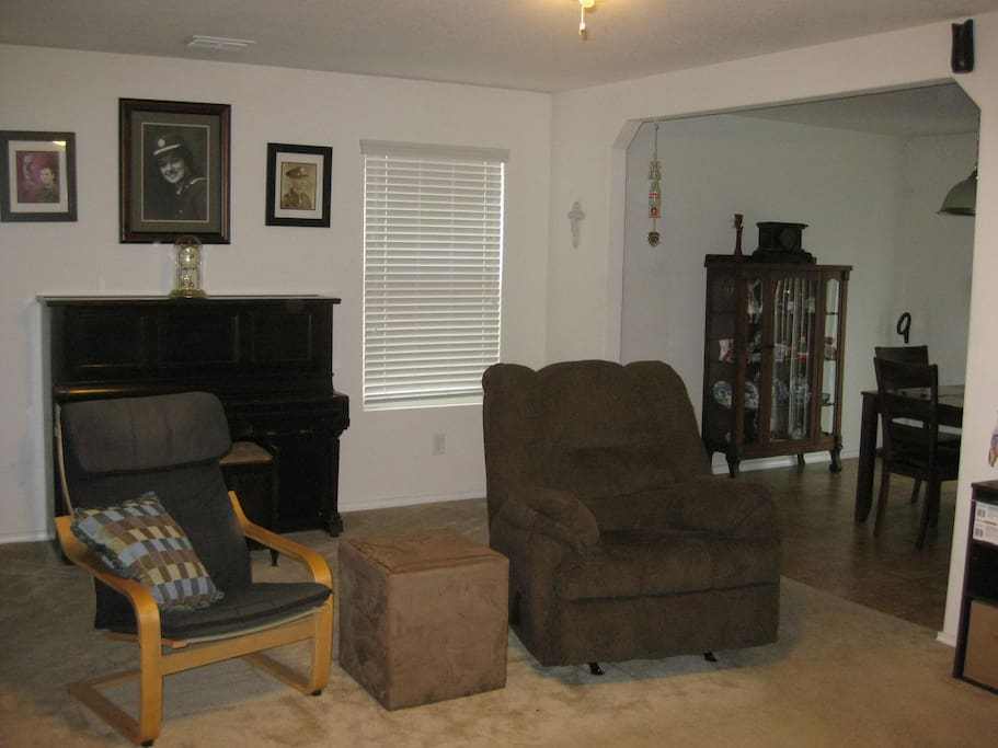 Seating for up to 6 in living room.
