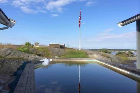 Stor hytte med panoramautsikt på Søndre Sandøy