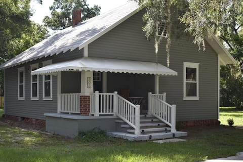 Historic Small Town Bungalow in Florida's Springs
