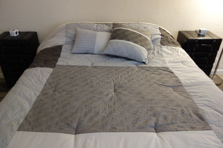 Private, Comfortable Beds, Wi-Fi, Spacious - Belmont - House