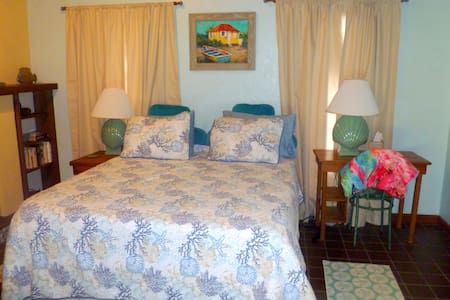 Poolside Cabana with Gourmet Flair - Fort Myers