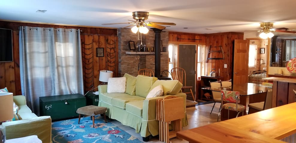 *NO GUEST SERVICE FEE* East Tawas Rustic Retreat