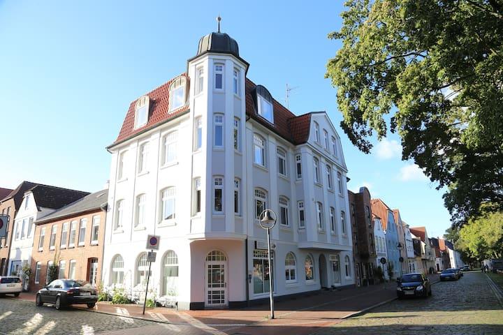 Apartment 1690 Hausfront