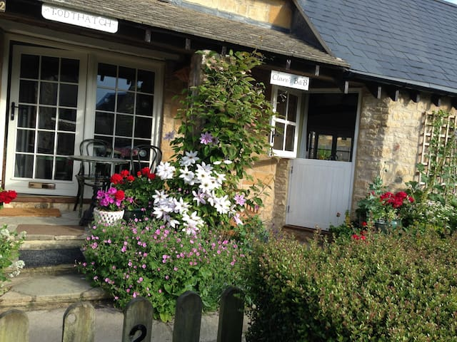 Clare's Cotswold Bed & Breakfast - 4 Guests