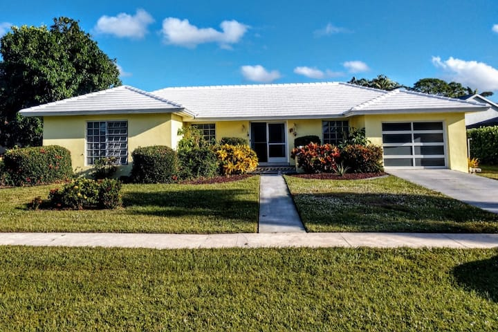 3brm 2 bth home with Private Pool