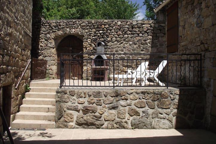 Maison en pierre au coeur de l'Ardèche - Gluiras - Hus