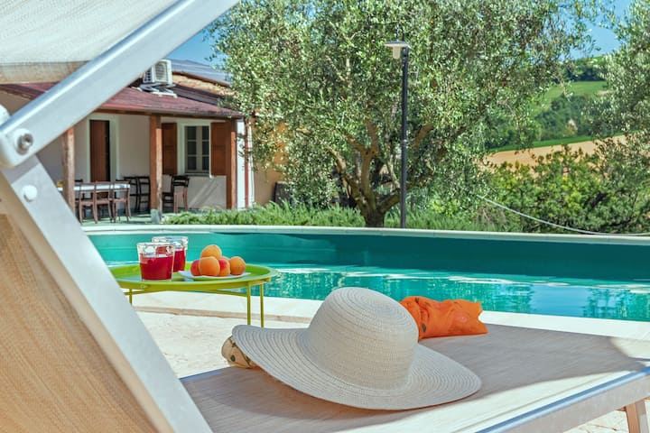 VILLA ROSA - Private villa, pool, Le Marche