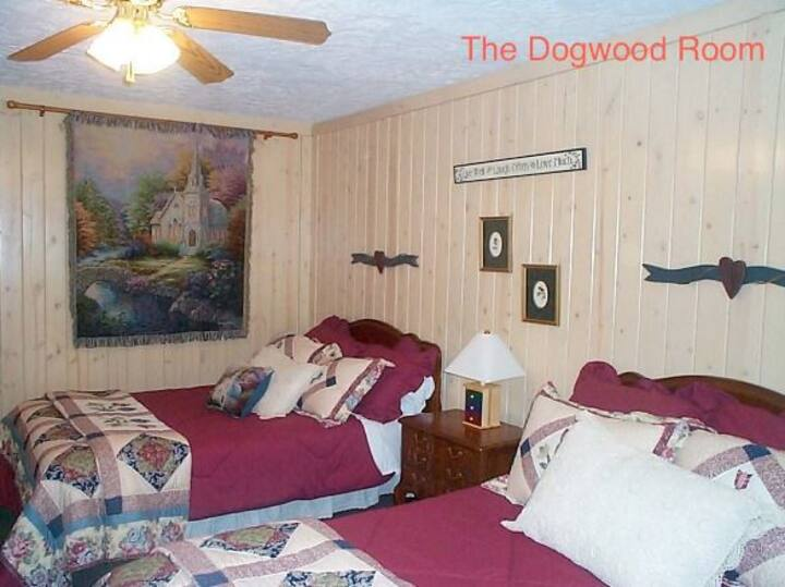 Mountain Aire Cottages & Inn - The Dogwood Room