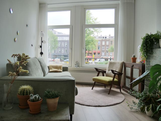 Apartment on canal close to Museumplein & Pijp
