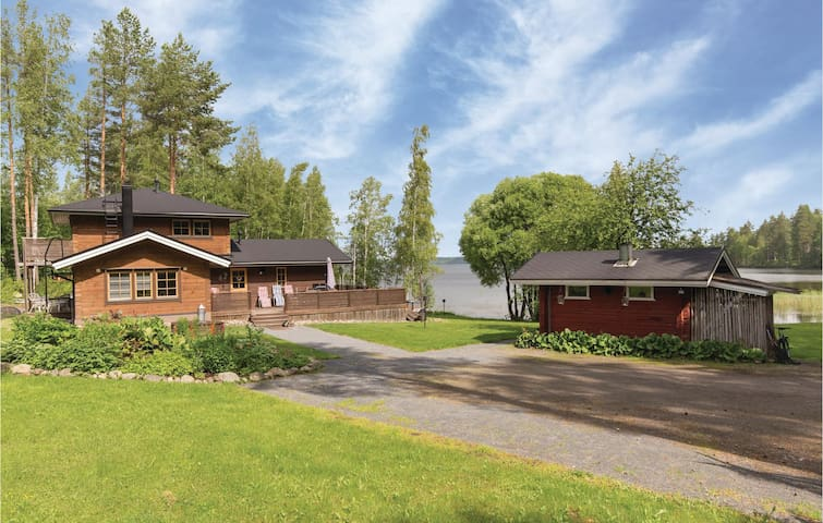 Holiday cottage with 4 bedrooms on 140m² in Tuusmäki