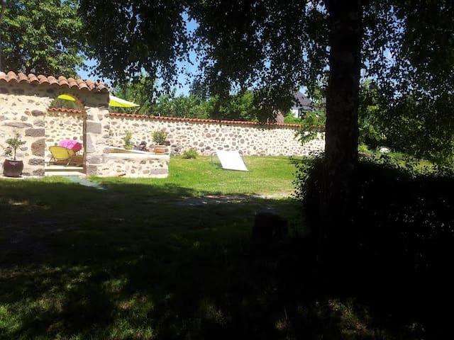 Maison avec jardin et terrasse - Jussac - House