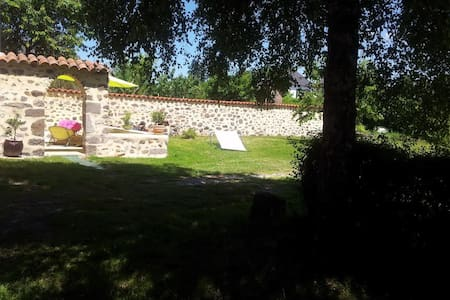 Maison avec jardin et terrasse - Jussac - Hus