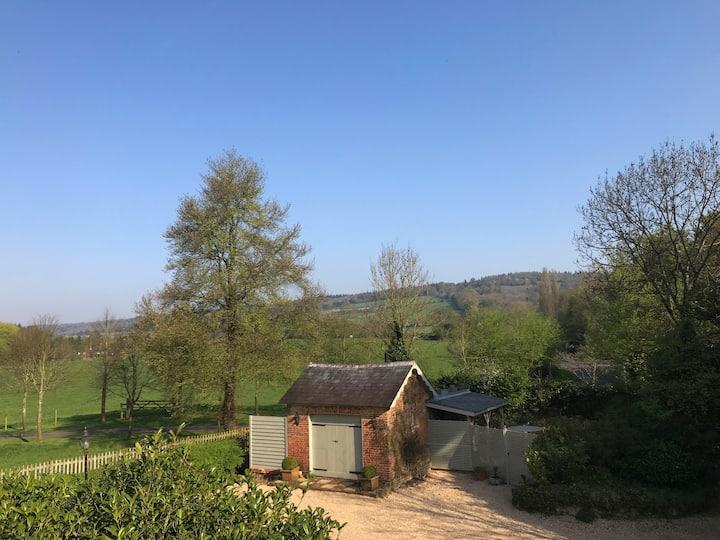 A Stylish cabin-inspired, Surrey Hills hideaway