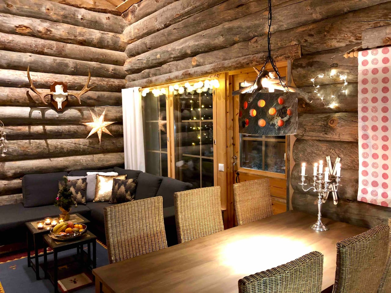 * Avoin ja tilava oh-keittiö.  * Open space living room and kitchen. There is an indoor sauna and a terrace heading towards the ski jumping tower.  * Free WIFI in the cabin.  * The cabin is made from authentic kelo timber from very old forests.