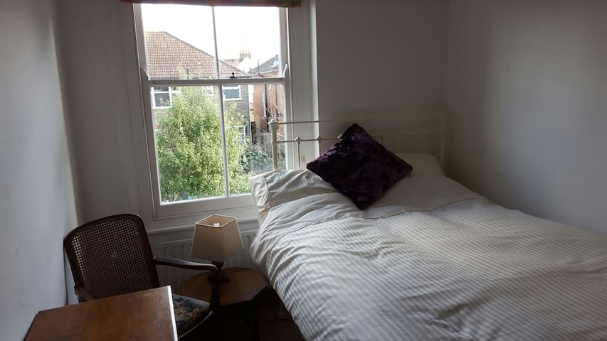 West Ealing - Quiet and cosy.  Good value. - London - Hus