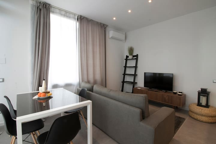 OFFER! Luxury Apartment with big Terrace and A/C