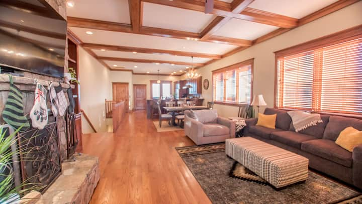 Large Mountain Villa in the Center of Wintergreen