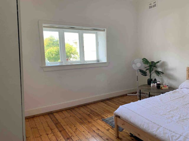 Private double bed in the heart of Bondi Beach