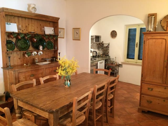 Pretty townhouse in historic Umbrian village