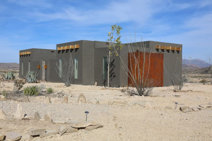 Ocotillo Suite/Terlingua Rentals (New Listing) - Terlingua - Cabaña