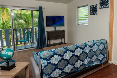 Top of the Hill! Newly renovated 2bd/1ba getaway
