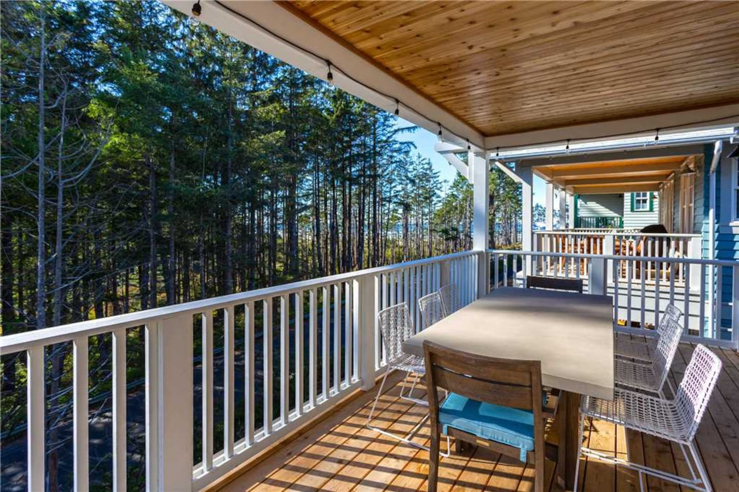 upper deck with view of the ocean